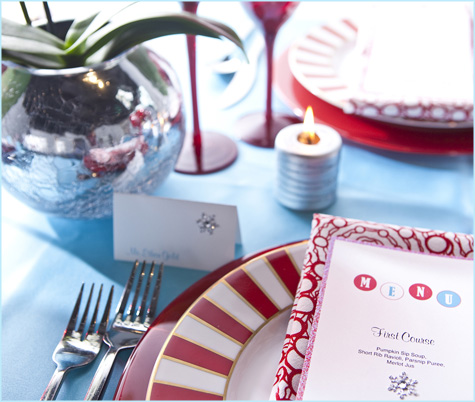 Red Aqua Teal Turqoise White Holiday Christmas Table Tablescape, Placesettings, Modern, Design Decor Decoration Inspiration