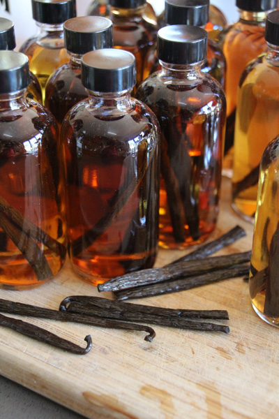 Homemade Vanilla Bean Extract | PepperDesignBlog.com
