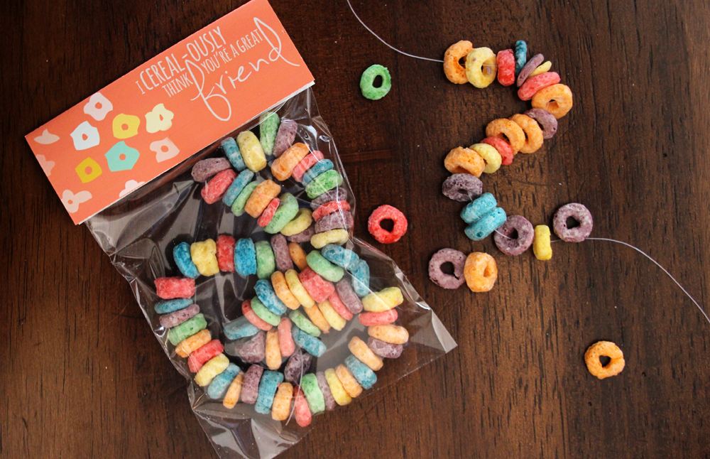 Valentine's Day 'Candy' Necklaces Made with Cereal | PepperDesignBlog.com