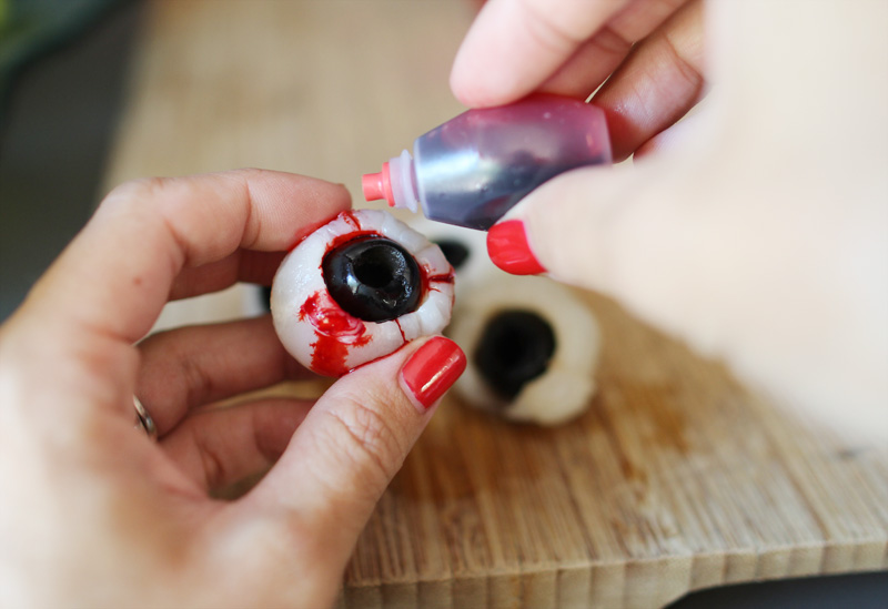 Creepy Halloween Eyeballs | PepperDesignBlog.com