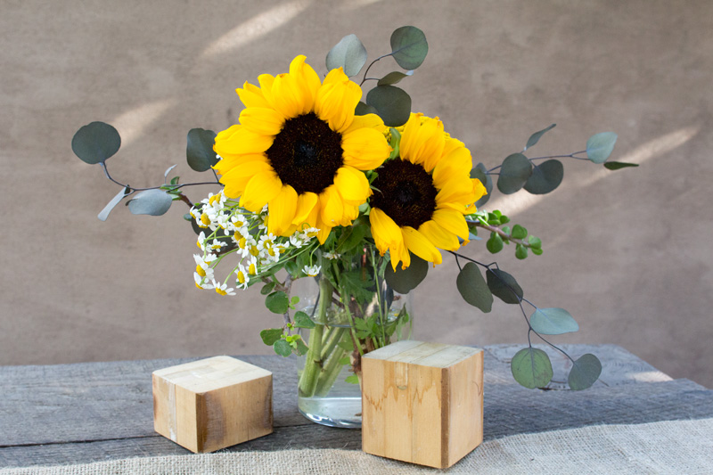 A Basic Guide to Flower Arrangements | Sunflowers, Eucalyptus, Daisies | PepperDesignBlog.com