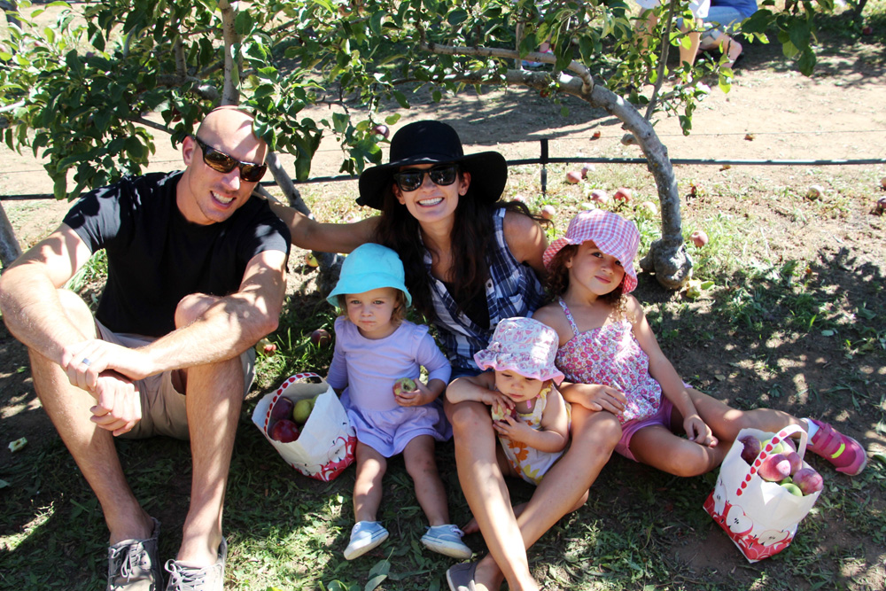 2015_julianapplepicking_family_1000